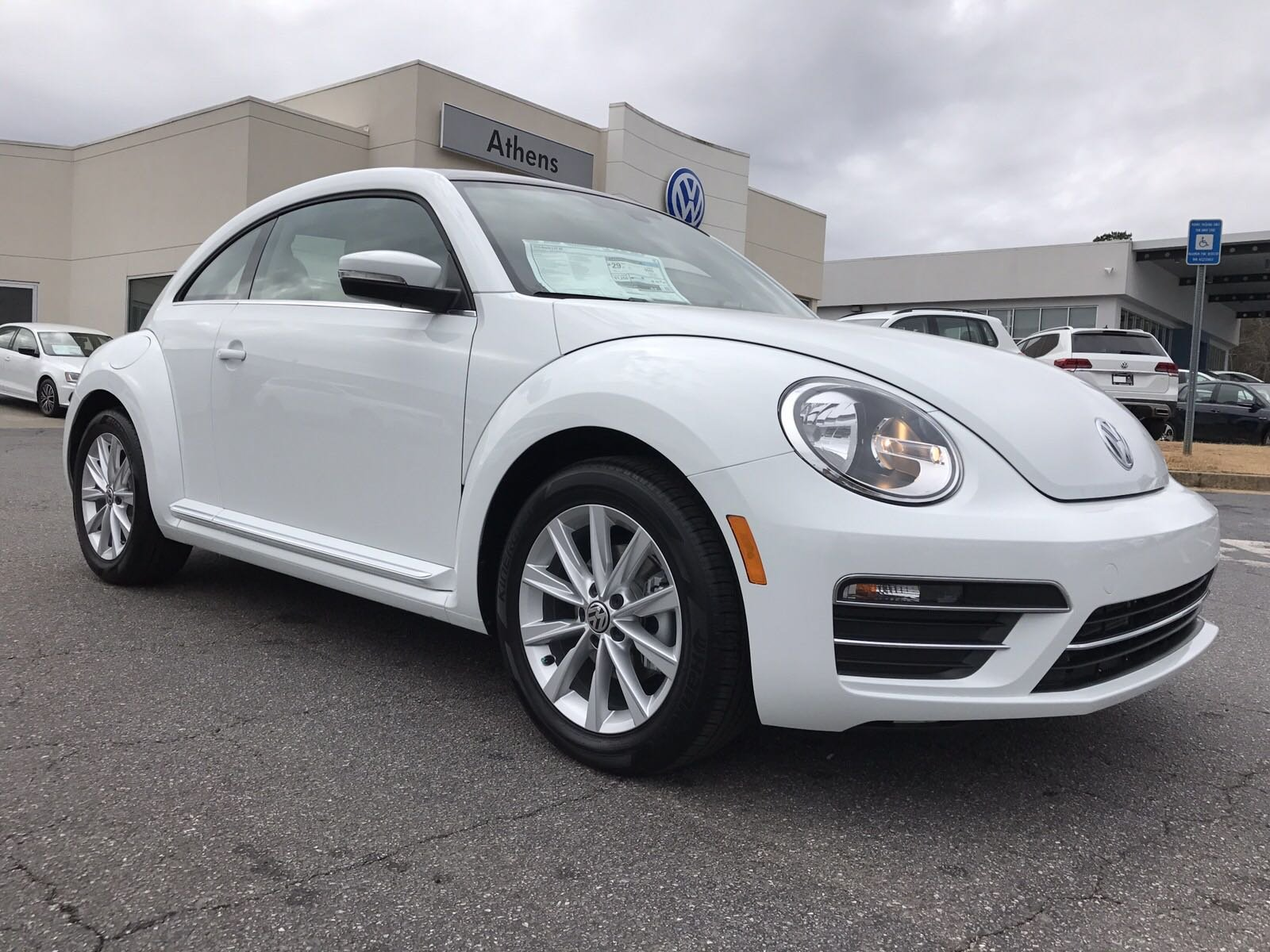 new 2018 volkswagen beetle se hatchback in snellville m710829 stone mountain volkswagen. Black Bedroom Furniture Sets. Home Design Ideas